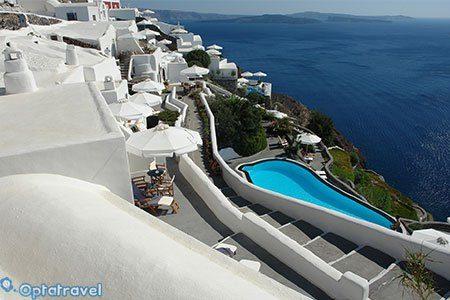 Santorini in Agosto: Volo + 7 notti in hotel sul mare a 470€