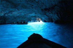 Grotta Azzurra Capri: Guida Completa su Info e Prezzi